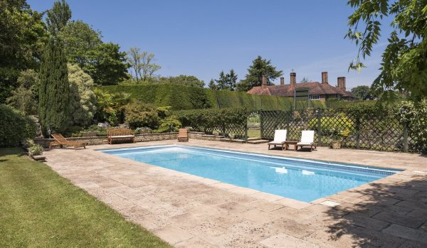 James Bond Star 39 S Former Buckinghamshire House For Sale Zoopla