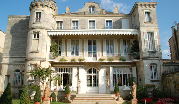 Character property for sale in Bordeaux.