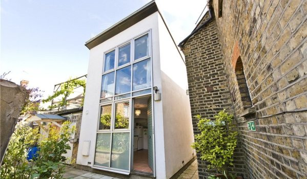 Tiny detached house in London