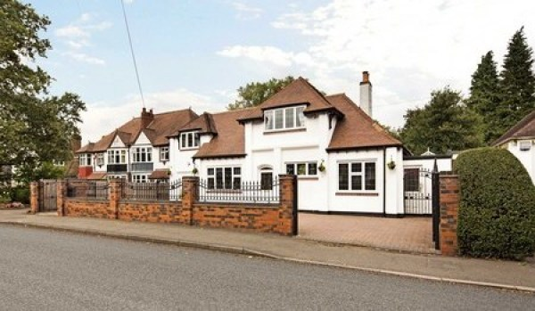 Four bedroom detached house in Solihull