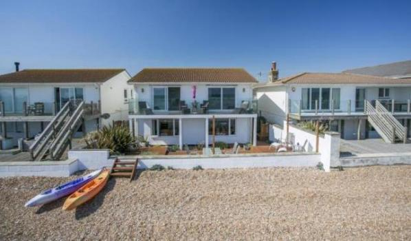 Top 10 beach homes for sale zoopla for Modern house zoopla