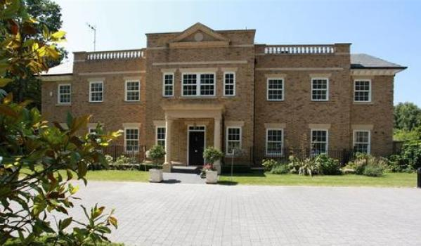 Monday mansions rentals zoopla for Waltham abbey swimming pool times
