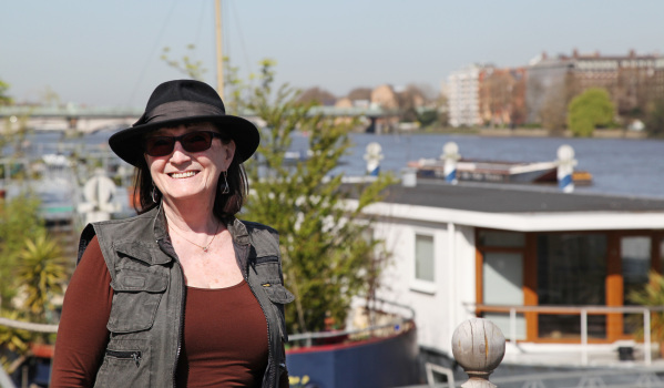 Andrea next to her houseboat on Lightermans Walk.