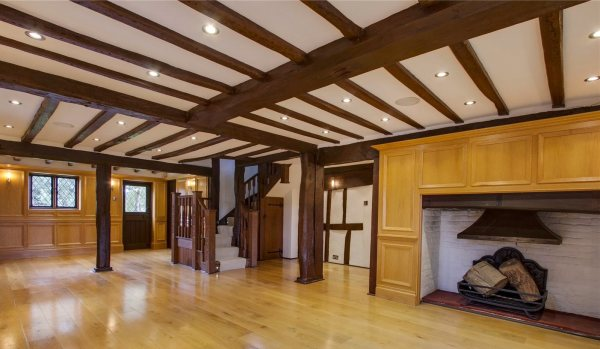 The spacious hallway.