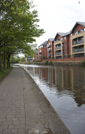 Canal side properties in Nottingham