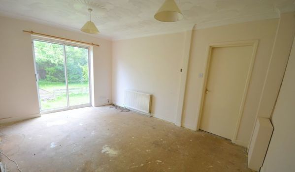 Beige living room in need of DIY improvments