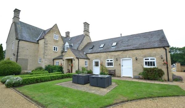 Grade II-listed stone farmhouse in Brigstock