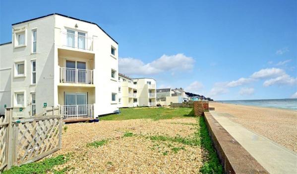 Seafront flat in Sandgate, Kent