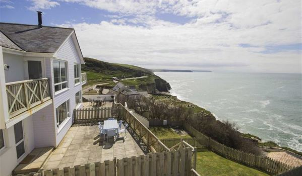 House On The Cliffside Of Porthleven With Incredible Views