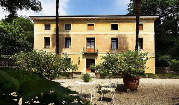 Large property for sale in Veneto, Italy.