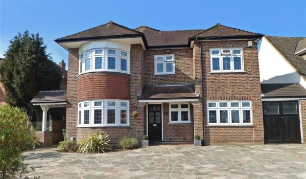 Detached house in Hornchurch