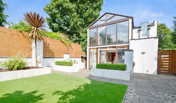 Former hosepipe factory in Peckham converted into a four-bedroom home