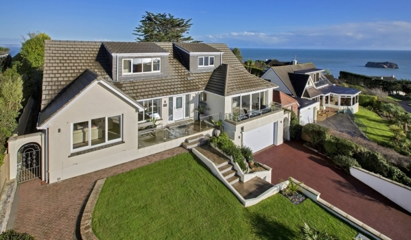 Detached house in Torquay with sea views