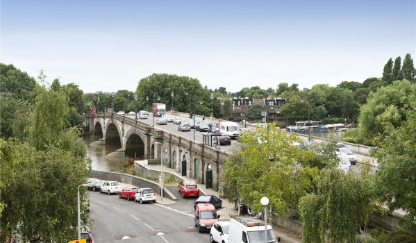 Cars crossing Kew Bridge