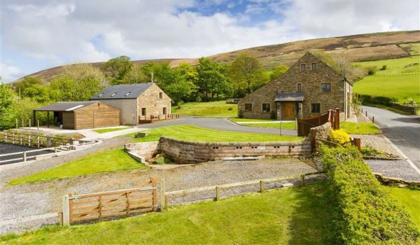 Barn conversion with equestrian facilities in Lancashire