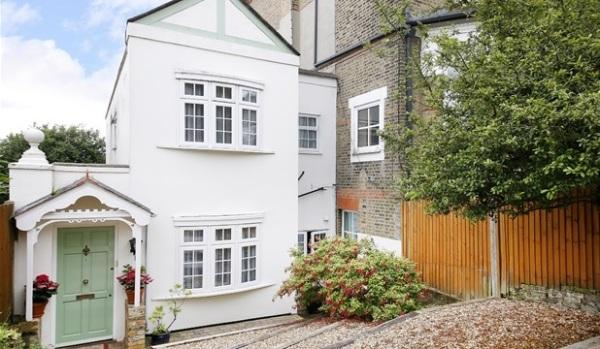Quaint coach house in London
