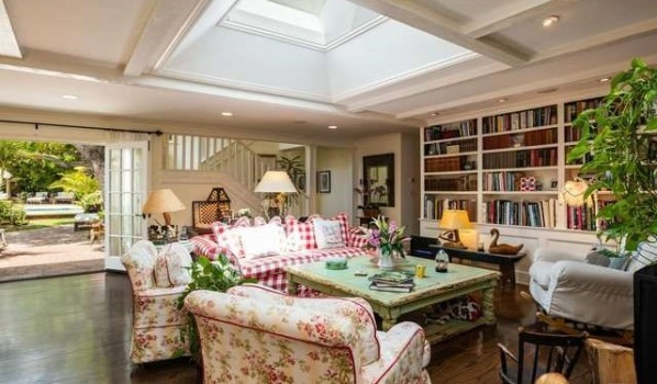 Living area in Kurt Russell and Goldie Hawn's home