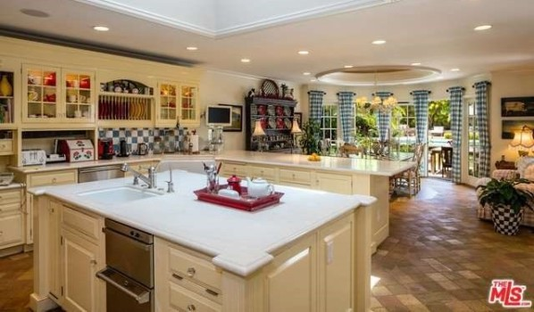 Kitchen in Kurt Russell and Goldie Hawn's home