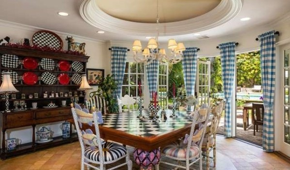 Breakfast area in Kurt Russell and Goldie Hawn's home