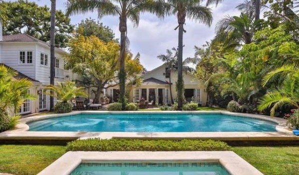 Swimming pool in Kurt Russell and Goldie Hawn's home