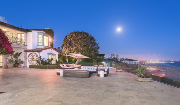 Mansion over looking the coast in the Pacific Palisades