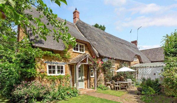 Thatched cottage in Adderbury, Banbury, Oxfordshire