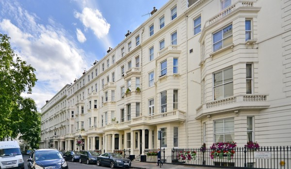 Flat for sale in Kensington & Chelsea.