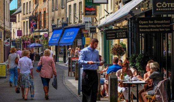 Shops and restaurants in Cirencester