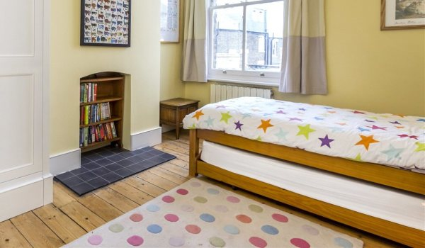 Handy trundle bed.