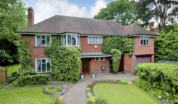 Detached house in Parkway, Gidea Park