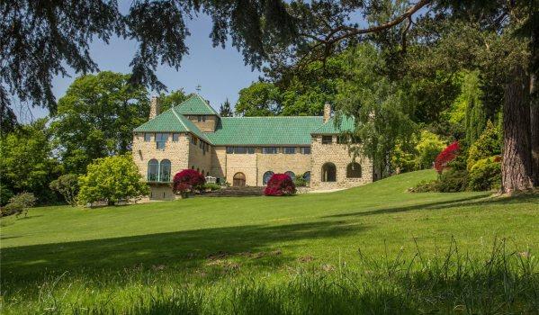 Mediterranean style home in Ewhurst
