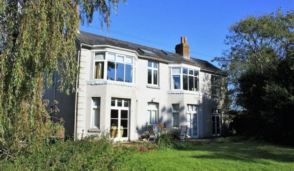 Detached period house in Bishop's Waltham