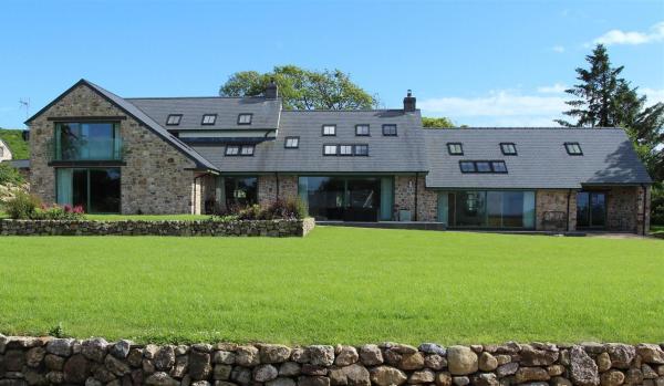 Modern five-bedroom farmhouse in Reynoldston