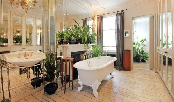 Luxurious bathroom of a terraced house in Acton
