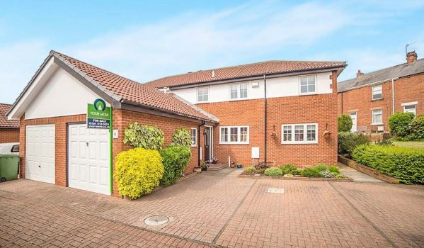 Modern semi-detached house in Crawcrook