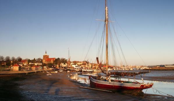 Maldon sail-boat at sunrise