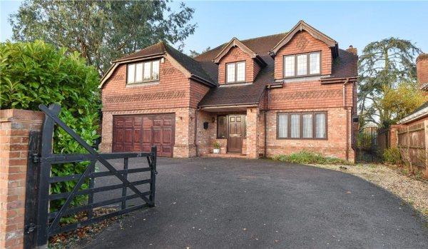 Detached house in Slough