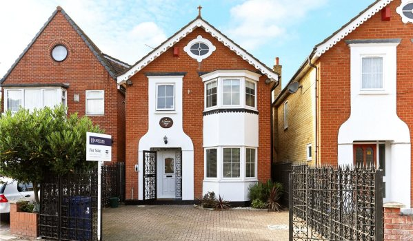 Detached house in Acton