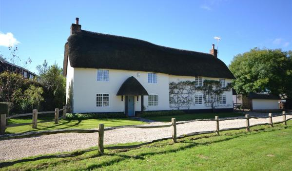 Thatched cottage in Winterbourne Zelston