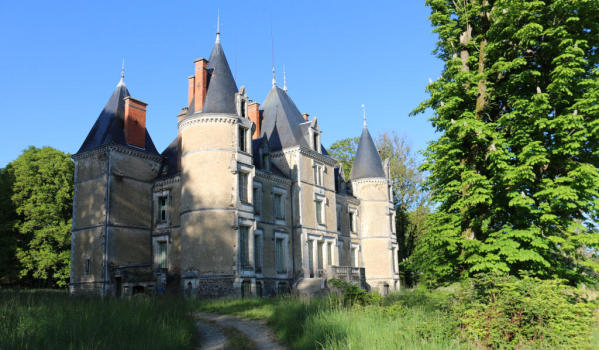 Neglected castle in Limoges