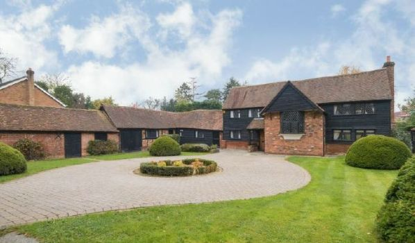 Converted barn for sale in Chiltern.