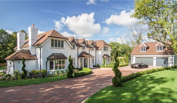 New-build mansion in Finchampstead