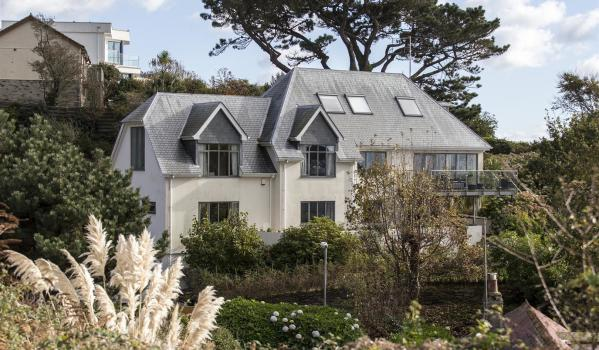 Mansion with sea views in Looe