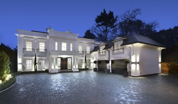 Modern mansion in Coombe