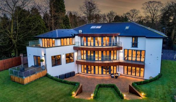 Contemporary mansion in Wollaton