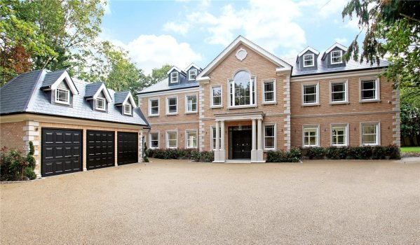 New-build mansion in Hersham