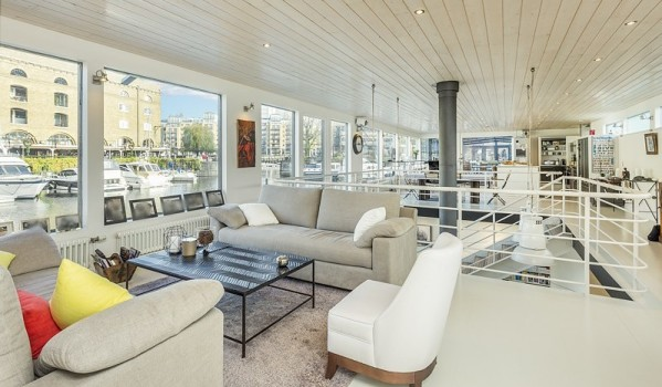 Luxury houseboat in St Katharine Docks