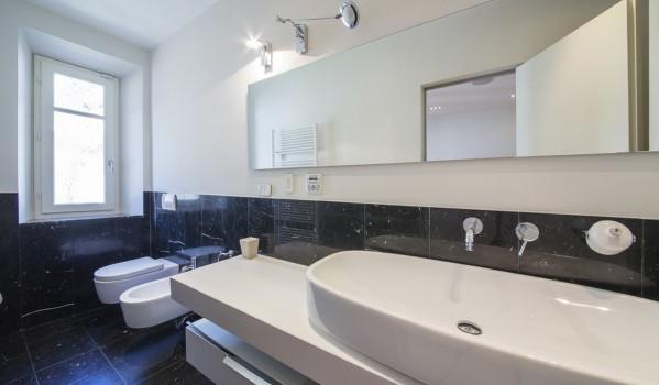 Lake Como penthouse apartment bathroom