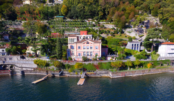 Four bedroom waterfront apartment in Lake Como