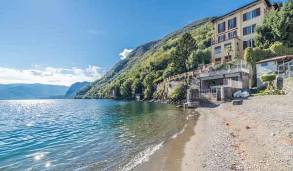 Seven-bedroom villa on Lake Como